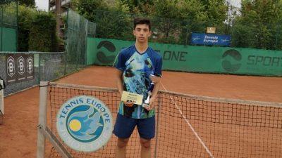 Владимир Попов е двоен шампион от турнир на Тенис Европа в Белгия!
