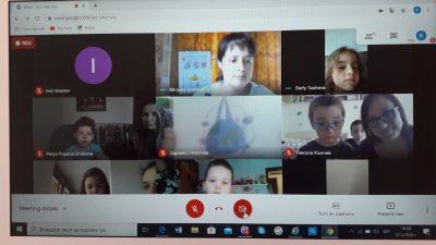 """Родителите и учителите от ЧДГ """" Мария Магдалена""""се срещнаха в онлайн-стаята и проведоха урок за буквите и книгите."""